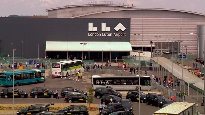 gillingham to luton airport